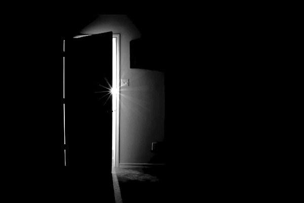 puerta-entreabierta